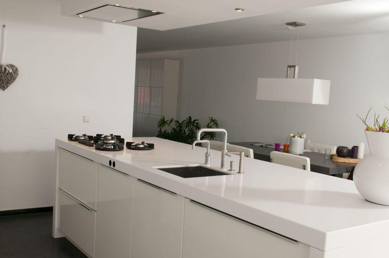 Witte keuken grijs blad perfect witte keuken met grijs werkblad consenza for with witte keuken - Witte keuken met zwart werkblad ...