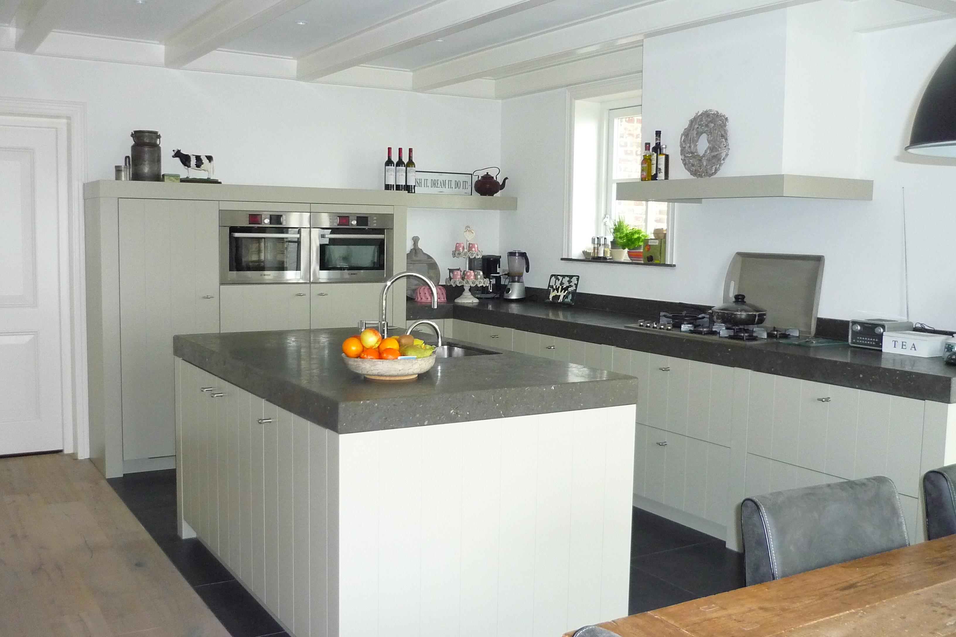 Robuuste Witte Keuken : Maatwerk houten keuken Hallum Friesland – Huizenga Keukenstyle